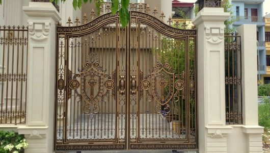 Hóa giải cửa chính đối diện cổng